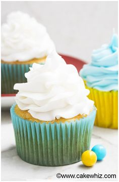 This quick and easy 2 ingredient white chocolate buttercream frosting is rich, creamy and fluffy. It's great for piping cupcakes and frosting cakes. White Chocolate Buttercream Frosting, White Chocolate Desserts, White Chocolate Frosting, Chocolate Chocolate, Chocolate Cupcakes, Fondant Flower Cake, Cake Icing, Cupcake Cakes, Cupcake Recipes