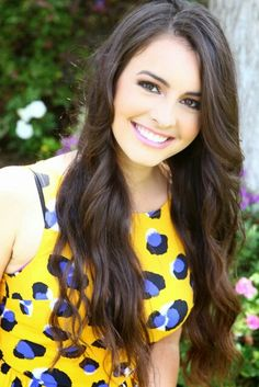 This girl is an amazing singer, she's funny, and not to mention gorgeous beond belief. Lisa cimorelli is my woman crush. Even though its not wensday