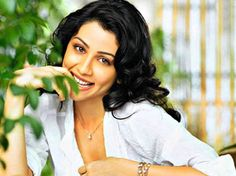Amrita Puri as Vidya in the movie.