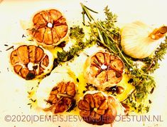 gekarameliseerde knoflook met kruiden Shrimp, Snacks, Food, Dips, Entertaining, Appetizers, Sauces, Eten, Dipping Sauces