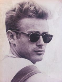 James Dean want those sunnies! and james dean of course. Classic Hollywood, Old Hollywood, Hollywood Style, Old School Style, Beautiful Men, Beautiful People, East Of Eden, Diahann Carroll, Oldschool