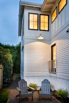 25 White Exterior Ideas for a Bright Modern Home http