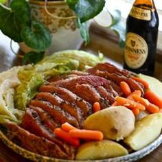 Here's our St. Patty's Day recipe from next week's menu plan…slow cooker corned beef and cabbage...enjoy! Corned Beef Brisket, Cooking Corned Beef, Slow Cooker Corned Beef, Corned Beef Recipes, Crock Pot Recipes, Cooking Recipes, Chicken Recipes, Corn Beef And Cabbage, Cabbage Recipes