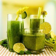 Rezept für einen gesunden Grünen Smoothie mit Wirsing, Zucchini und Sellerie: der ideale Vitamincocktail für nährstoffarme Jahreszeiten
