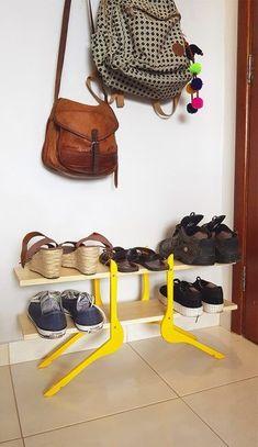Kleiderbügel und einige von ihnen – Haus und Garten - Upcycled Home Decor Furniture Projects, Cool Furniture, Painted Furniture, Furniture Online, Upcycled Home Decor, Diy Home Decor, Wooden Hangers, Shoe Storage, Shoe Racks