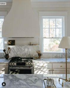 Kitchen Interior, New Kitchen, Kitchen Design, Cottage Kitchen Layouts, Beautiful Kitchens, Cool Kitchens, Up House, Decoration, Kitchen Remodel