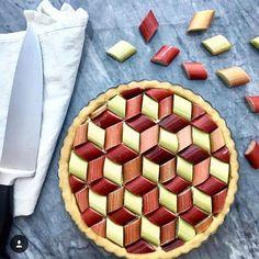 Fou de PâtisserieさんはInstagramを利用しています:「Incroyable cette tarte a la rhubarbe geometrique de @beeandthebaker, ca c'est du #fruitart ! #regram #tarte #tart #rhubarb #fruit…」