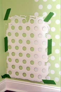 Hast du Lust dein Zuhause zu verschönern? Sind deine Wände kahl? oder einfach nur langweilig weiß? Kein Problem, denn mit der folgenden Technik welche sich Stencil nennt (dt. schablonieren) kannst du im handumdrehen etwas großartiges an deine Wände pinseln. Einfach ein Design-Motiv deiner Wahl auf s