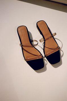 Shoes On, Shoes Heels Pumps - Ankle Boots Women, Shoe Holder. Mules Shoes, Shoes Sandals, Sandal Heels, Minimalist Shoes, Pumps, Shoe Closet, Sock Shoes, Me Too Shoes, Fashion Shoes