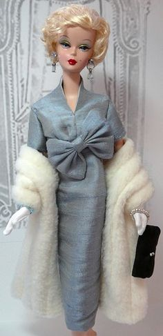 Fashion Model Barbie, redressed by donnasdolldesigns. Beautiful! Love the blue with her blonde hair!