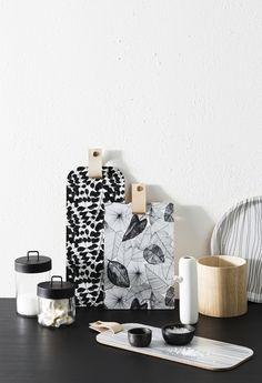 Voorraadpotten van ZAKKIA. Rijst, suiker, pasta, ontbijtgranen: bewaar ze stylish in deze glazen potten met zwart mat deksel.