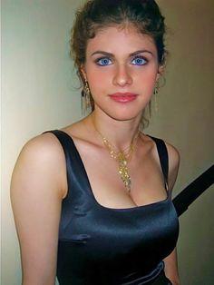 Beautiful Eyes, Gorgeous Women, Alexandra Anna Daddario, Female Movie Stars, Matthew Daddario, Prom Photos, Brunette Beauty, Percy Jackson, Danielle Campbell