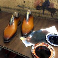 Altan Bottier Artisans Bottiers à Paris French Shoes, Monk Strap Shoes, Stella Mccartney Elyse, Gentleman, Oxford Shoes, Dress Shoes, Menswear, Lace Up, Wedges