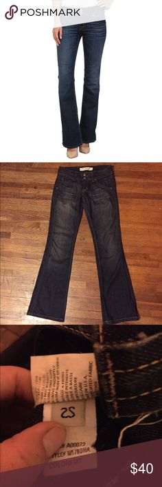 HUDSON Signature Bootcut Lowrise Denim Jeans 25 The Petite Signature Bootcut boasts a low rise, fitted design from the waist to the knee, and bootcut leg opening. Enlightened is a faded medium blue hue with whiskering and sanding through the thigh presented on Everblue comfort-stretch denim with a soft hand feel. Contrast topstitching. Belt loop waistband. Zipper fly and double-button closure. 98% cotton, 2% elastane. Measurements: Waist Measurement: 25 in Inseam: 31 in Front Rise: 7 in Back…