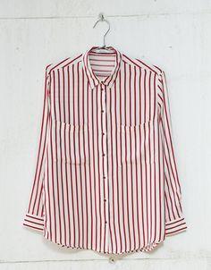 Blusa  manga comprida bolso. Descubra esta e muitas outras roupas na Bershka com novos artigos cada semana
