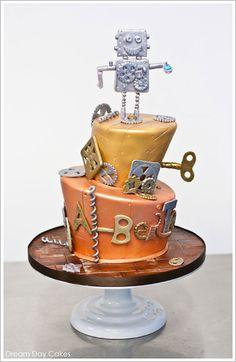 Robot Birthday Cake by Dream Day Cakes  |  TheCakeBlog.com