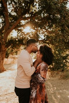 This Malibu Creek State Park engagement session features the most stylish couple, dreamiest golden hour, and an incredible view of the Santa Monica Mountains and Malibu Canyon. Captured by Carrie Rogers - a California wedding and elopement photographer. Engagement Photo Poses, Engagement Couple, Engagement Pictures, Engagement Shoots, Country Engagement, Winter Engagement, Beach Engagement, Engagement Photography, Couple Photoshoot Poses