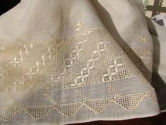antep işi örümcek ajur nakış - Google'da Ara Lace Embroidery, Bargello, Needful Things, Handicraft, Diy Crafts, Texture, Quilts, Blanket, Design
