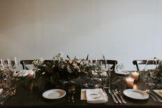Vanda & Edmond - Rusztikusan elegáns esküvő a Budai Várnegyedben Tablescapes, Real Weddings, Marie, Wedding Decorations, Table Settings, Floral, Couples, Barefoot, Atelier