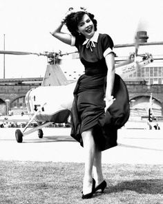 Dancer, actress, singer Ann Miller arrives at the South Bank by helicopter, London, 1955.    https://www.facebook.com/cometoverhollywood/photos/a.151986224852225.41188.105843689466479/817689181615256/?type=1