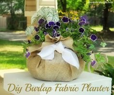 Use burlap and a hanging pot liner to make your own Diy Fabric pot. Cute Diy Projects, Burlap Projects, Burlap Crafts, Outdoor Projects, Burlap Fabric, Burlap Baby, Feed Sacks, Hanging Pots, Hydrangeas