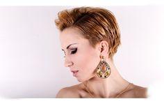 Creazione e produzione alta bigiotteria. Bijoux e accessori per la donna esclusivamente artigianali. Jewerly made in Italy.