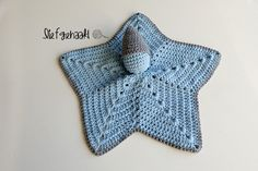 Wat zal ik eens met deze zachte restjes Durable Cosy doen? Dat vroeg ik me laatst dus af. Toen kwam ik ineens op het idee om er een knuffel... Diy Crochet, Crochet Baby, Crochet Bikini, Crochet Top, Baby Pop, Knitted Dolls, Cuddling, Crochet Projects, Little Ones