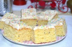 Chec la tava cu kiwi si banane Krispie Treats, Rice Krispies, Romanian Desserts, Sweet Bread, Kiwi, Vanilla Cake, Cake Recipes, Food, Breads
