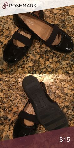 Naturalizer black dress shoes Beautiful shiny black Woman's dress shoes. Like new condition, too narrow for my wide foot. Size 6 M Naturalizer Shoes Flats & Loafers