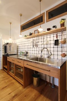 - Japanese - 15 Wonderful Japanese Kitchen Design Ideas for Perfect Kitchen Decoration Inspiring 15 Wonderful Jap. Asian Kitchen, Japanese Kitchen, Kitchen Shelves, Kitchen Dining, Kitchen Decor, Kitchen Tips, Industrial Kitchen Design, Kitchen Interior, Interior Modern