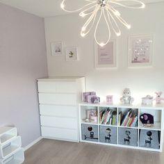 Inspirasjon til oppbevaring av bøker og leker, hentet fra @frujosefsen Girl Nursery, Girls Bedroom, Little Girl Rooms, Bathroom Interior, My Dream Home, Baby Room, Playroom, Kids Room, Child Room