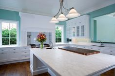 White kitchen / marble counters