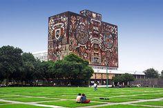 Biblioteca Central de la Universidad Nacional Autónoma de México. Proyectada por Juan O'Gorman, también autor de los famosos murales, Gustavo M. Saavedra y Juan Martínez de Velasco.