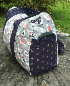 Free Overnight Duffel Bag Pattern-Updated post is finally here! This popular pattern is now updated with new instructions and images.