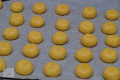 Piersici umplute cu crema - CAIETUL CU RETETE Biscuits, Deserts, Dessert Recipes, Candy, Bar, Fruit, Kids, Food, Sweets
