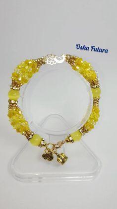 Orisha, Oshun Prayer, Oshun Goddess, Yoruba Religion, Beaded Bracelets Tutorial, Makes You Beautiful, Pearl Bracelet, Wire Jewelry, Diy And Crafts
