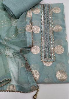 Beautiful Pakistani Dresses, Pakistani Dresses Casual, Pakistani Dress Design, Indian Dresses, Stylish Dresses, Nice Dresses, Eastern Dresses, Girls Dresses Sewing, Pakistani Fashion Party Wear