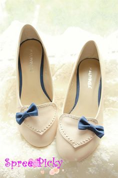 Heel: 3.5 cm made of PU leather **size details** size 35: 225 cm size 36: 230 cm size 37: 235 cm size 38: 240 cm size 39: 245 cm