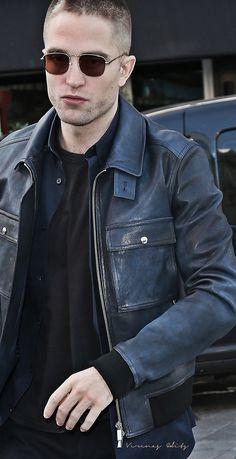 Edward Pattinson, Edward Cullen Robert Pattinson, Robert Douglas, Make Photo, New Moon, Tom Cruise, Celebs, Celebrities, Cute Guys