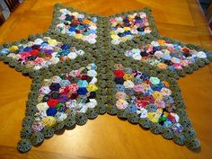 Homespun Country tela yoyos hecho a mano mesa topper mesa Quilting Projects, Sewing Projects, Fabric Crafts, Sewing Crafts, Motif Hexagonal, Yo Yo Quilt, Hexagon Patchwork, Handmade Table, Table Toppers