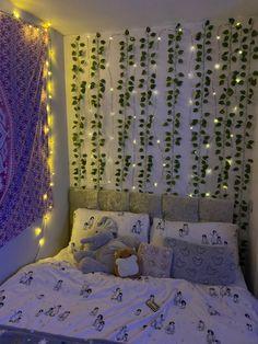 Cute Bedroom Decor, Room Design Bedroom, Cute Bedroom Ideas, Girl Bedroom Designs, Room Ideas Bedroom, Fairy Lights Room, Dorm Room Bedding, College Room Decor, Cozy Room