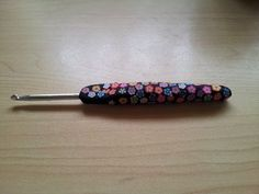 my first attempt at fimo/polymer clay handle for my crochet hook ...I used black for the main then cut the flowers from nail art fimo rods (which are crap to use)...but alas it worked out ok...fits my hand perfect moulded for me