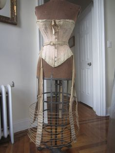 Antique victorian Bustle wire hoop skirt 4 di GildedFeathers