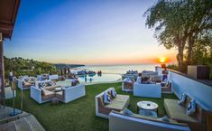 Perched 50 meters above sea level on the cliffs of Uluwatu - Bali, El Kabron Spanish Restaurant & Cliff Club has the most Secluded Sunset on the Island Rooftop Bar Bangkok, Best Rooftop Bars, Bali Restaurant, Voyage Bali, Romantic Things To Do, Jimbaran, Bali Travel, Ubud, Beach Club