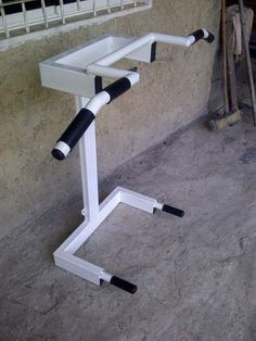 Home Gym Bench, Home Gym Garage, Home Made Gym, At Home Gym, Diy Gym Equipment, No Equipment Workout, Calisthenics Equipment, Home Gym Machine, Gym Setup