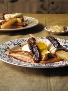 HUEVOS FRITOS CON PATATAS Y FOIE (Eggs Sunny Side Up over French Fries, Topped with Seared Foie Gras) #recetas