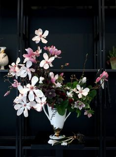 Seasonal Arrangement DIY Emily Thompson | Gardenista