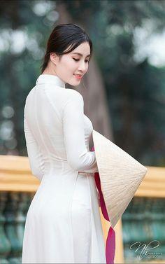Best 12 No opinion! Vietnamese Traditional Dress, Vietnamese Dress, Traditional Dresses, Hot Girls, Sexy Asian Girls, Asian Model Girl, Girl Fashion, Fashion Outfits, Beauty Full Girl