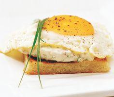 Variera frukosten med denna goda macka signerad Jacob Gray. Om man steker ägget så att det inte rinner kan den även fungera som picknickmacka.