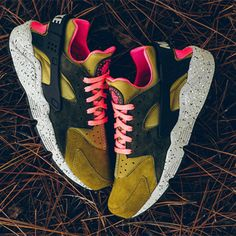 sale retailer 1ba6b 251dc In Desert Moss the decision is easy. Nike Air Huarache, Déserts,